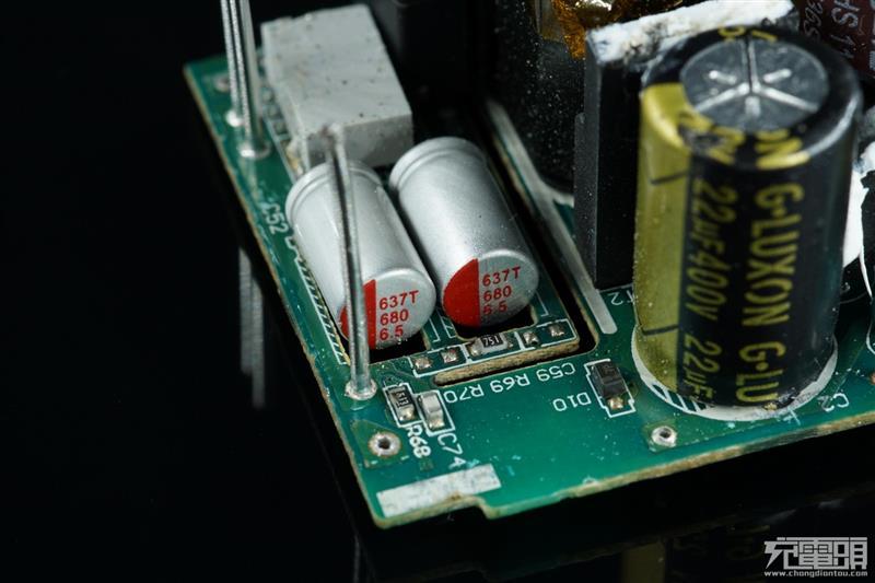 两颗电解电容,分别来自aishi和g luxon,都是大牌子,用料不错.