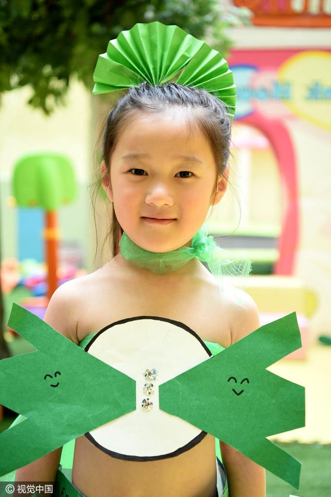 """安徽亳州:幼儿办""""环保时装秀""""倡环保"""