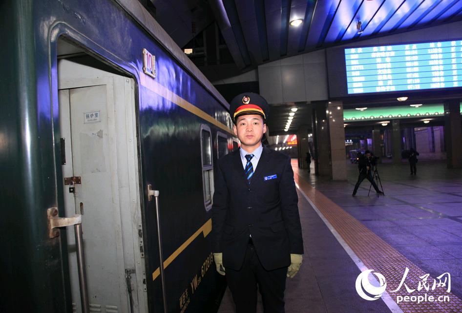 春运首趟列车启航 北京局首对增开列车票价打8折