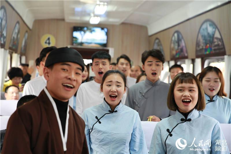 """阔别30多年 百年汉冶萍铁路开行""""黄石号""""绿皮火车"""