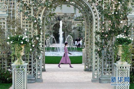 巴黎时装周:香奈儿发布2018年春夏高级定制新品