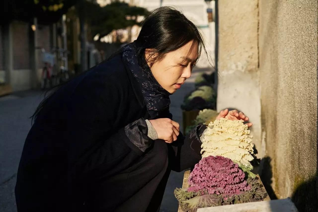 给导演当小三还当众表白,她曾是赵寅成前电影,现在是女友《卡布奇诺》迅雷下载图片