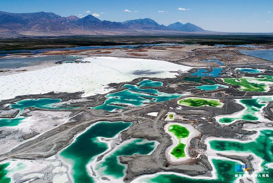 大柴旦湖位于青海省海西蒙古族藏族自治州,面积约26平方公里.