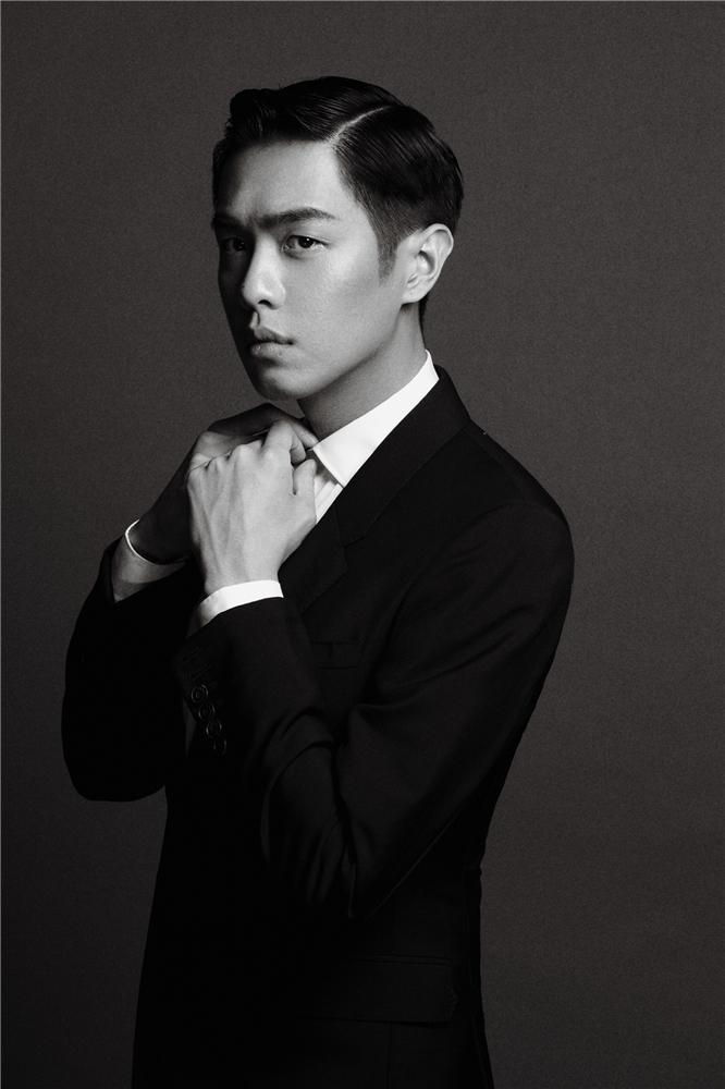 张若昀化身嬉皮绅士 黑白大片演绎极简魅力