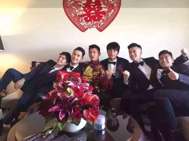 吴奇隆刘诗诗中式婚纱甜蜜 小虎队合体合唱图片