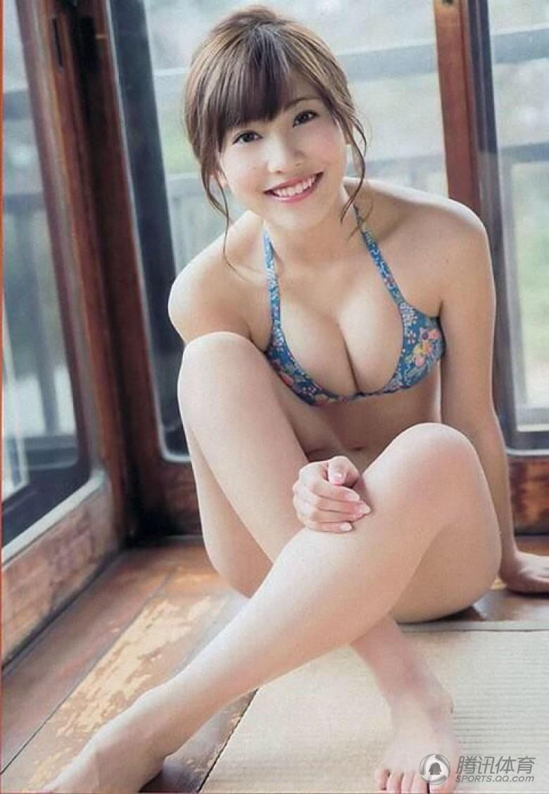 女明星的淫骚故事_高清:日本女星助阵职棒 曾曝参加淫乱泳装趴