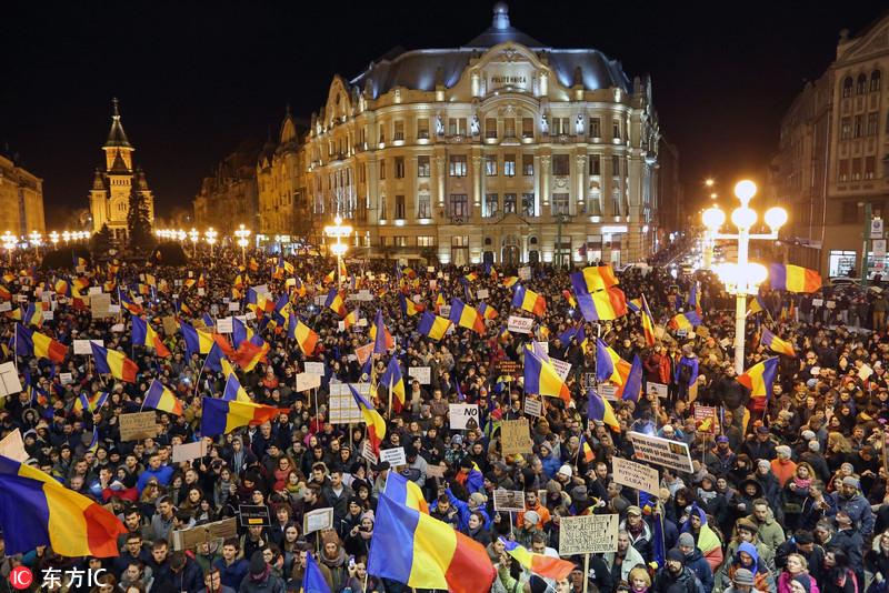 罗马尼亚时间_当地时间2017年2月4日,罗马尼亚布加勒斯特,罗马尼亚数万人连续第5天
