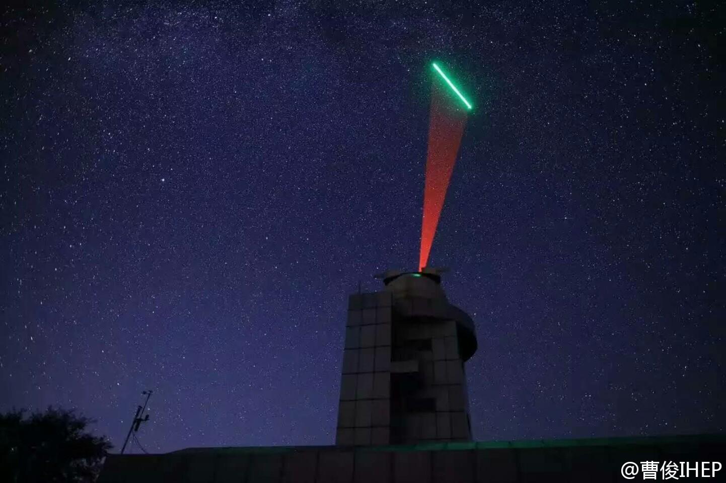 红光为地面发射,绿光为墨子号发射(感谢韩越阳提供照片)