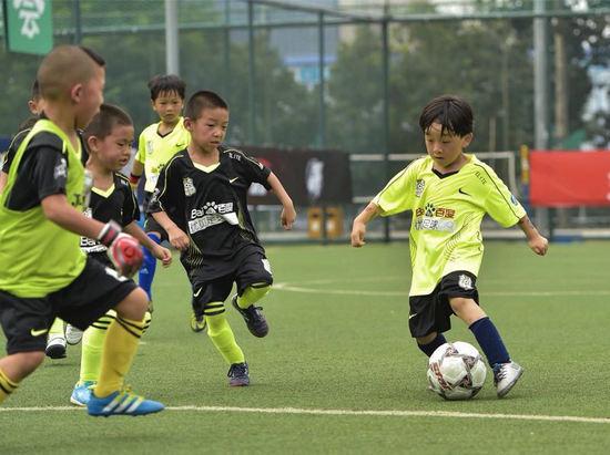 北京足球少年有福了!5816助北京青少年足球起飞