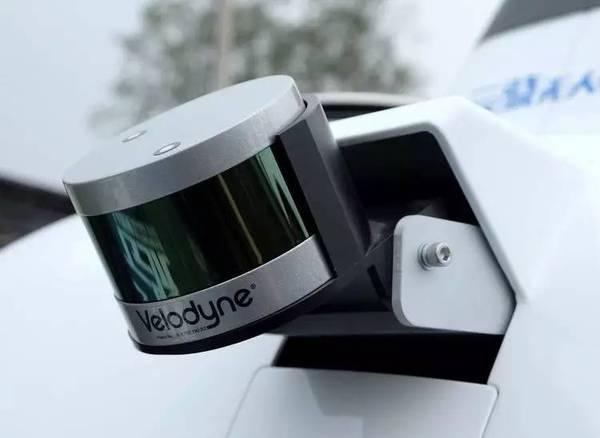 侧边的    线激光雷达,也是 velodyne 的产品